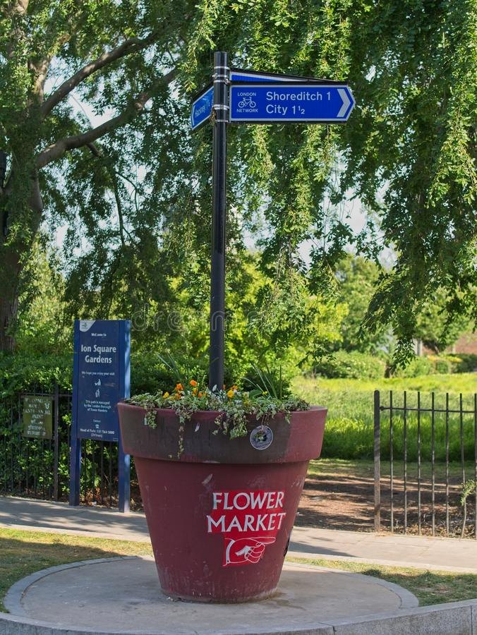 Sinal de rua a Shoreditch e ao mercado da flor fotografia de stock