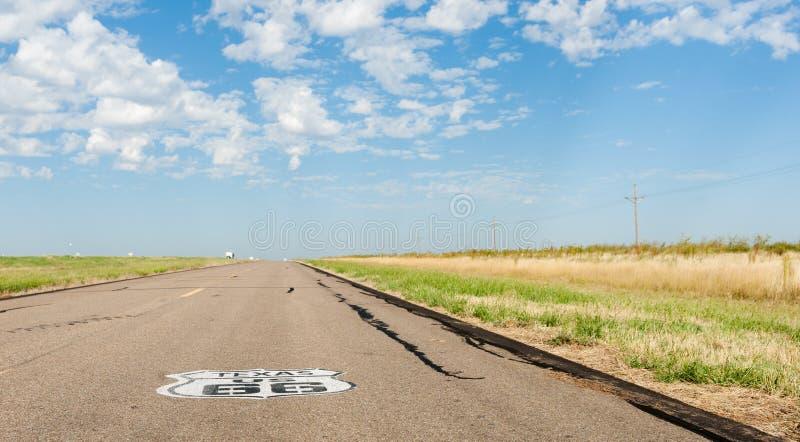 Sinal de Texas E.U. na estrada Outra de uma variedade incrível do sinal 66 fotos de stock royalty free