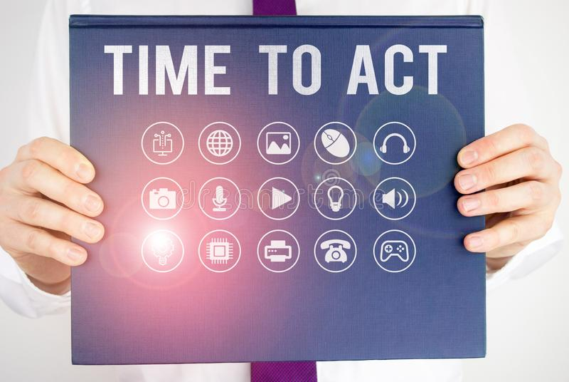 Sinal de texto mostrando a hora de agir Foto conceitual Faça agora Resposta imediata Algo precisa ser feito imagem de stock royalty free