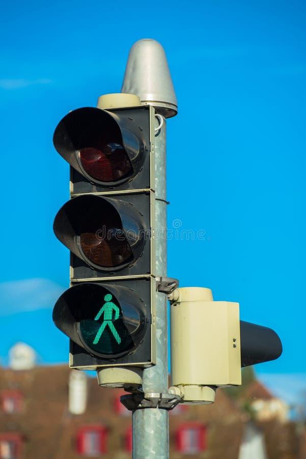 Sinal de tráfego e lâmpadas do tráfego foto de stock royalty free
