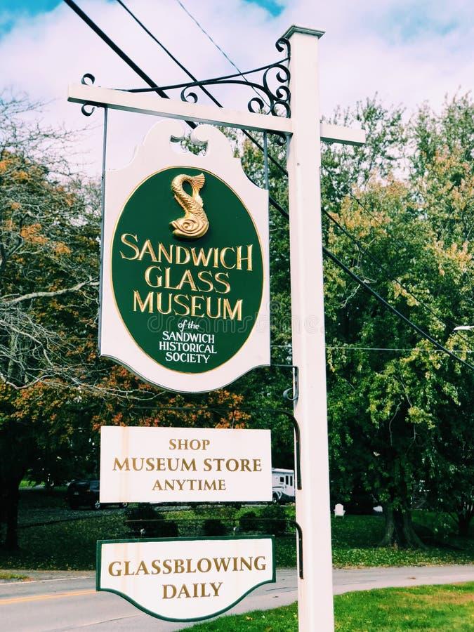 Sinal de vidro da informação do museu do sanduíche fotos de stock royalty free