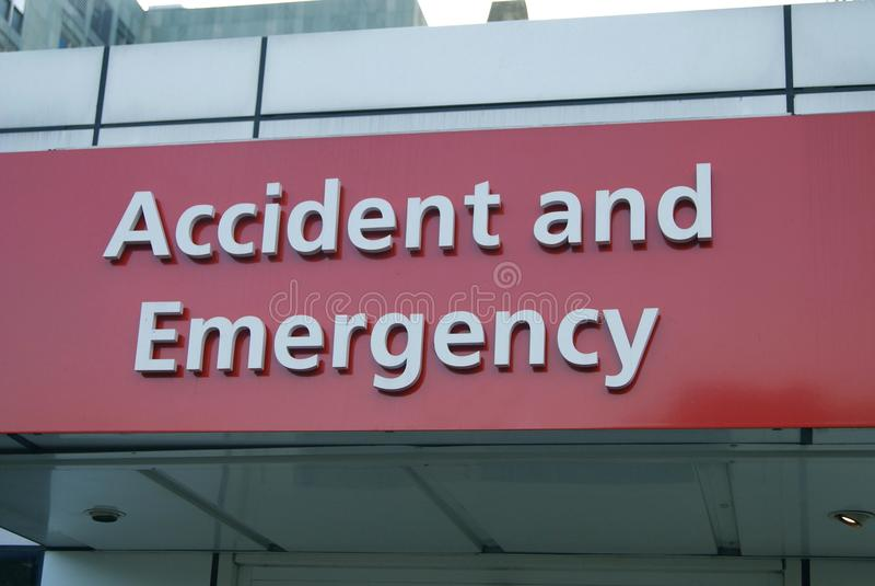 Sinal do acidente e da emergência hodpital foto de stock