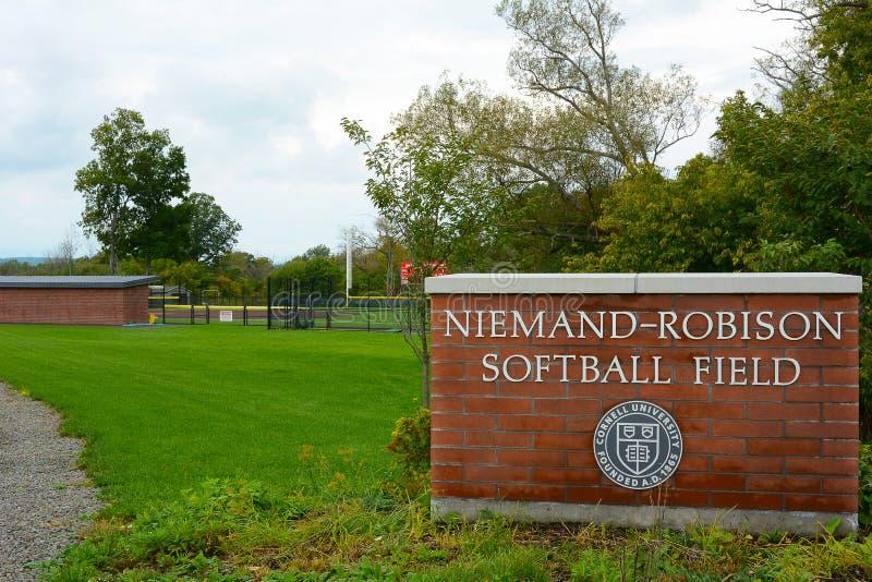 Sinal do campo de softball de Niemand-Robison em Cornell University imagem de stock