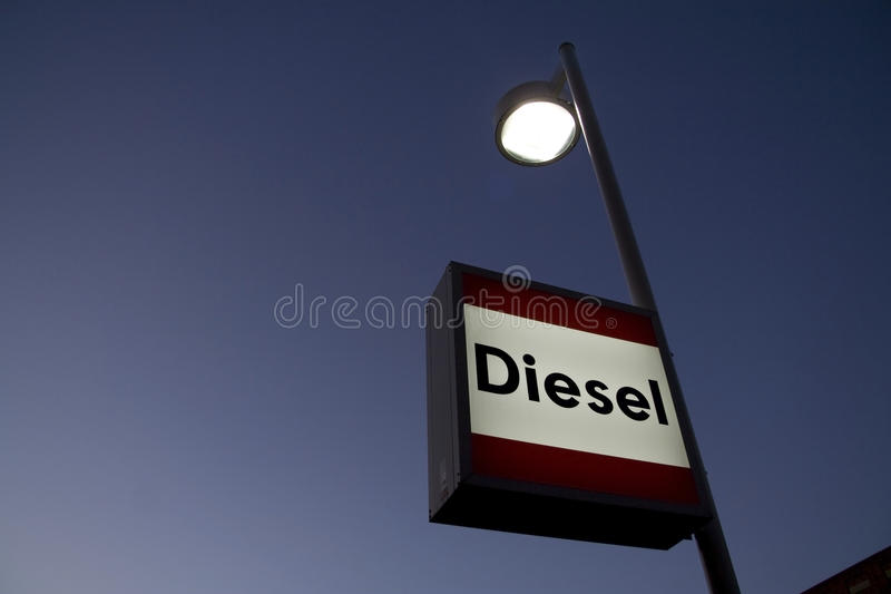 Sinal do diesel no posto de gasolina fotografia de stock royalty free