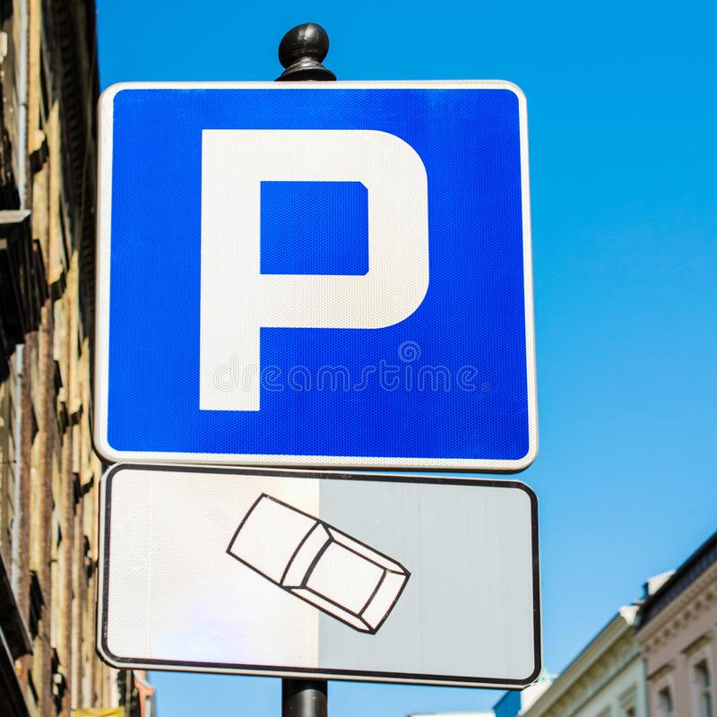 Sinal do estacionamento a rua quadrado foto de stock royalty free