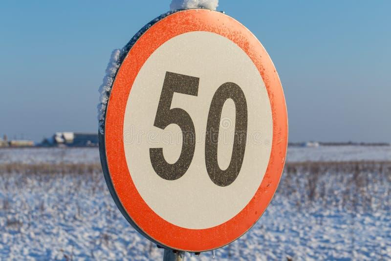 Sinal 50 do limite de velocidade fotos de stock