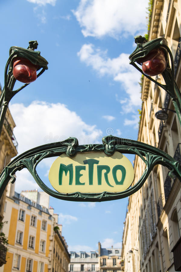 Sinal do metro, Paris, França fotos de stock