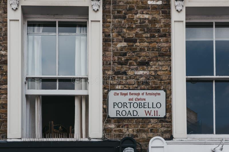 Sinal do nome da rua em uma casa na estrada de Portobello, Notting Hill, Lo fotografia de stock royalty free