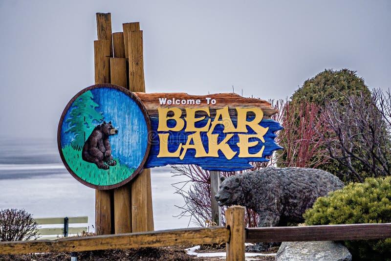 Sinal do parque da boa vinda do Lago Michigan do urso em março de 2017 fotografia de stock