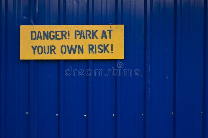 Sinal do perigo fotografia de stock