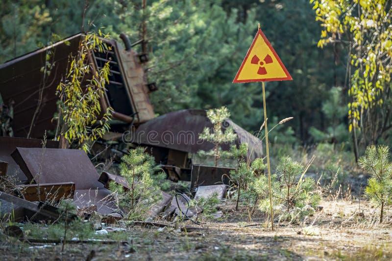 Sinal do perigo de radiação fotografia de stock royalty free