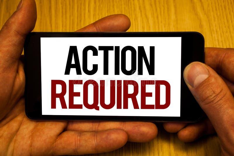 Sinal do texto que mostra a ação exigida Mãos importantes rápidas imediatas necessários da tarefa dois do ato importante conceptu foto de stock
