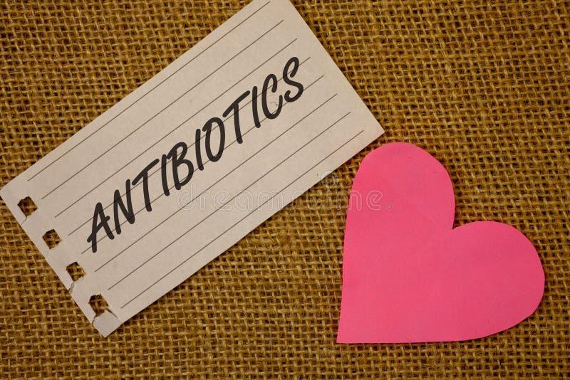 Sinal do texto que mostra antibióticos As fotos conceptuais drogam-se usado no tratamento e na prevenção do vime bacteriano da pá foto de stock
