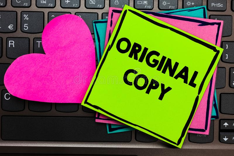 Sinal do texto que mostra a cópia original A lista principal patenteada marcada Unprinted do roteiro principal conceptual da foto imagens de stock