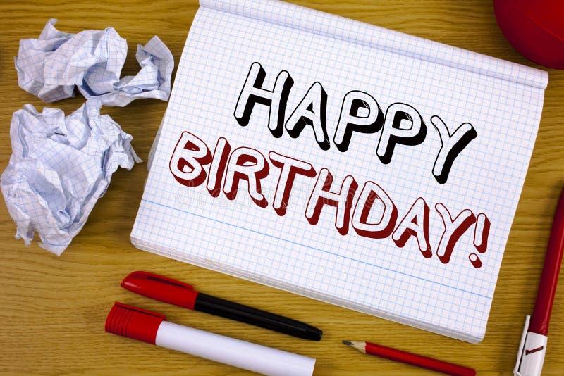 Sinal do texto que mostra a chamada inspirador do feliz aniversario Felicitações conceptuais da foto que comemoram o aniversário fotos de stock