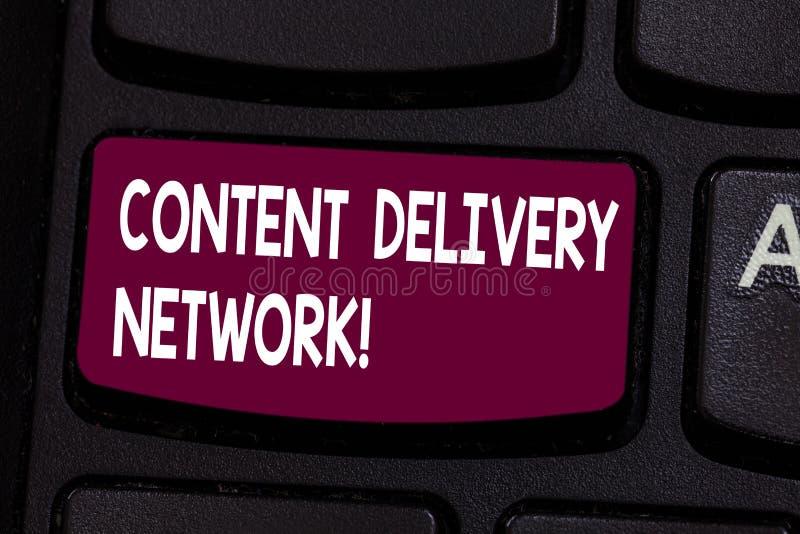 Sinal do texto que mostra Content Delivery Network A foto conceptual dispersou geograficamente a rede da chave de teclado dos ser ilustração do vetor