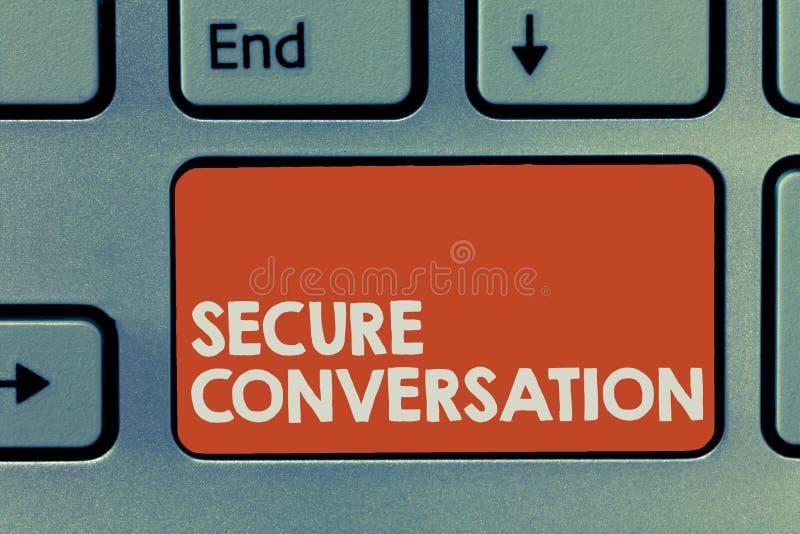 Sinal do texto que mostra a conversação segura A foto conceptual fixada cifrou uma comunicação entre serviços de Web imagens de stock