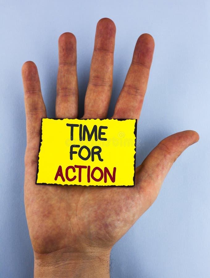 Sinal do texto que mostra a hora para a ação A foto conceptual faz algo agora para um ato particular da finalidade neste momento  fotos de stock royalty free