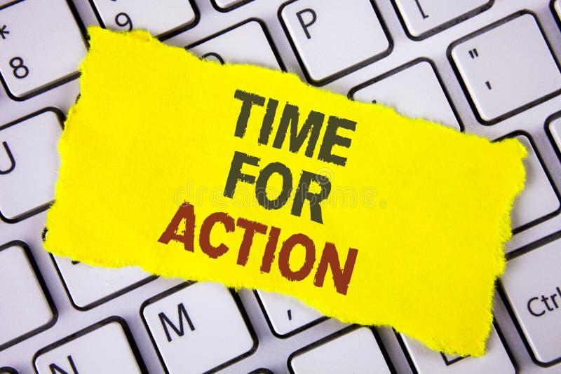 Sinal do texto que mostra a hora para a ação A foto conceptual faz algo agora para um ato particular da finalidade neste momento  foto de stock
