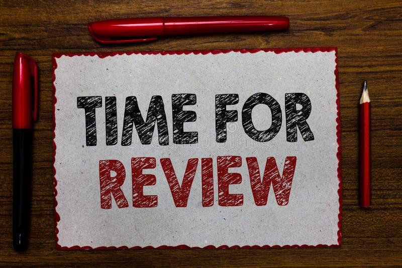 Sinal do texto que mostra a hora para a revisão O desempenho conceptual Rate Assess Red do momento do feedback da avaliação da fo foto de stock