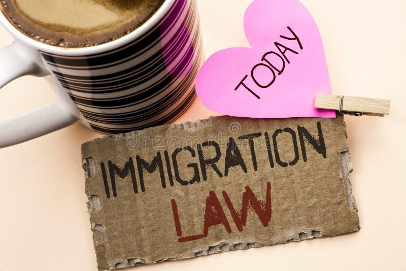 Sinal do texto que mostra a lei da imigração Regulamentos nacionais da foto conceptual para as regras da deporta16cao dos imigran foto de stock