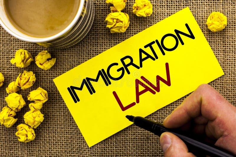 Sinal do texto que mostra a lei da imigração Regulamentos nacionais da foto conceptual para as regras da deporta16cao dos imigran fotos de stock royalty free