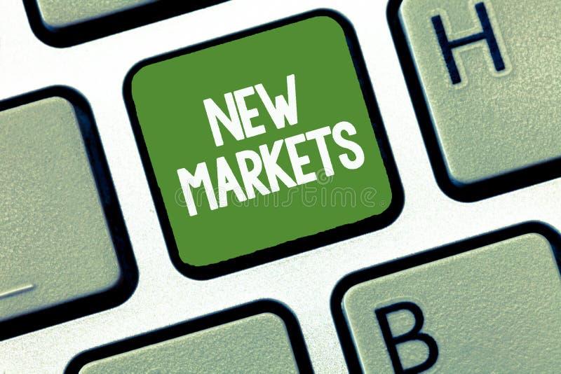 Sinal do texto que mostra novos mercados Estratégias comerciais diferentes da foto conceptual que alcançam outro mostrar dos camp foto de stock royalty free