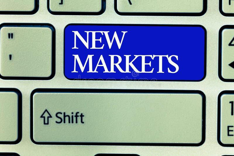 Sinal do texto que mostra novos mercados Estratégias comerciais diferentes da foto conceptual que alcançam outro mostrar dos camp fotografia de stock
