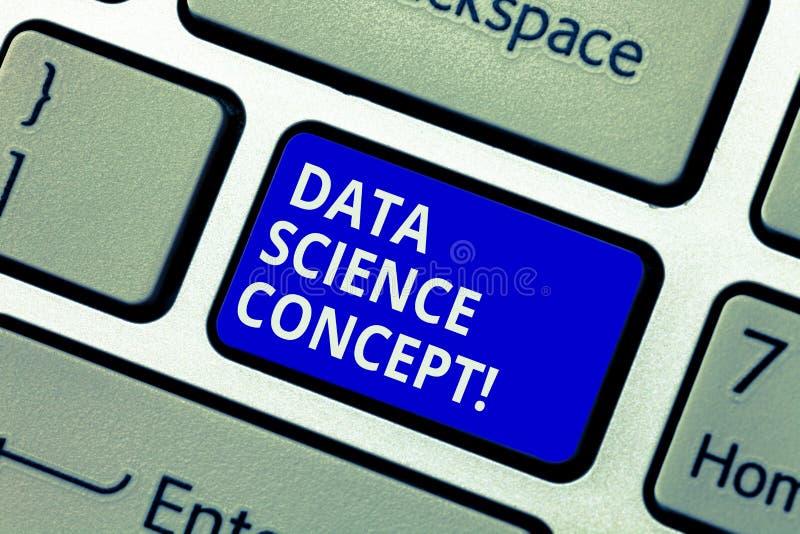 Sinal do texto que mostra o conceito da ciência dos dados Extração conceptual da foto do conhecimento valioso da chave de teclado fotos de stock royalty free