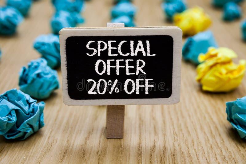 Sinal do texto que mostra a oferta especial 20 fora Clipe varejo c escrito posse da oferta do mercado das vendas conceptuais da p imagem de stock royalty free