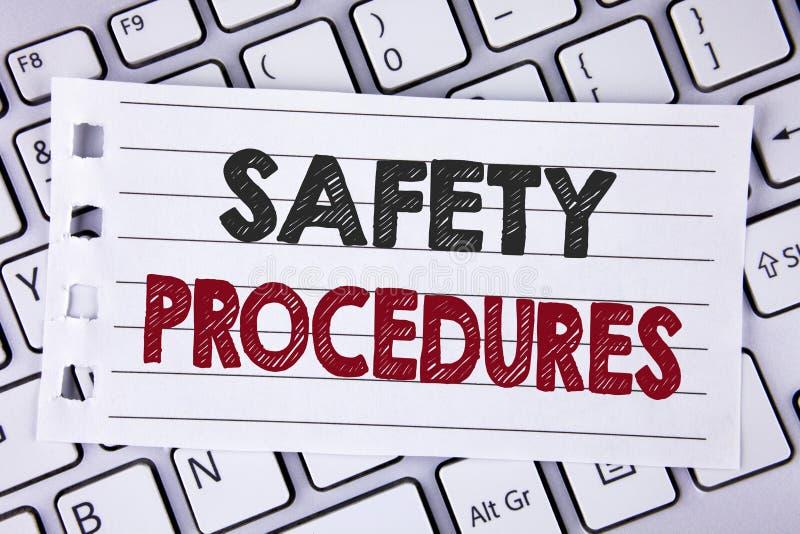 Sinal do texto que mostra procedimentos de segurança A foto conceptual segue regras e regulamentos para a segurança do local de t foto de stock
