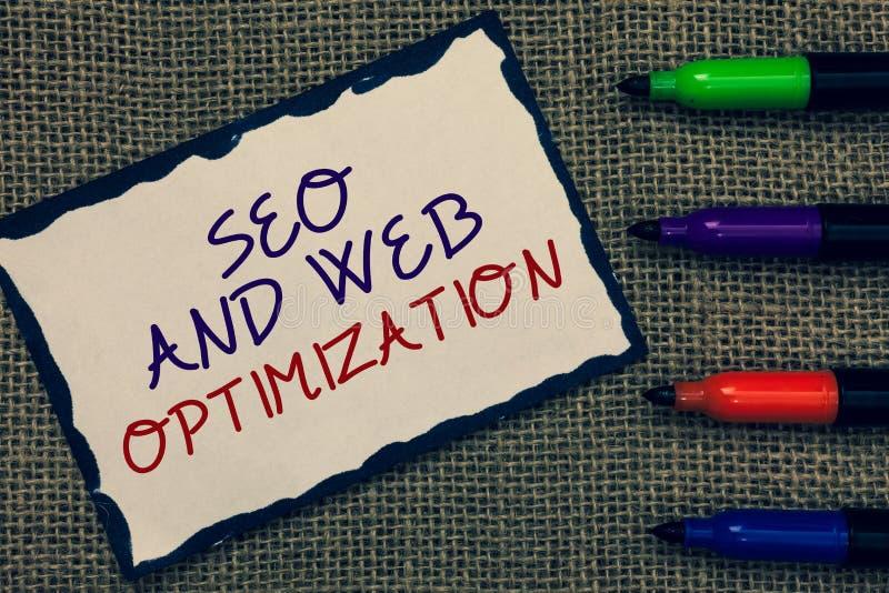 Sinal do texto que mostra Seo And Web Optimization Tração limitada azul da página das estratégias de marketing conceptuais de Key fotografia de stock royalty free