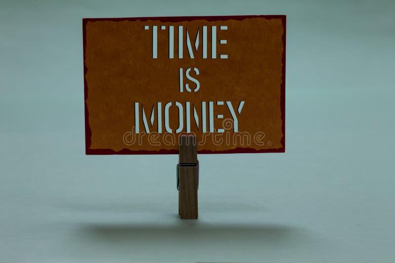 Sinal do texto que mostra Tempo é dinheiro A foto conceptual melhor para fazer coisas o mais rapidamente possível não atrasa o pr foto de stock