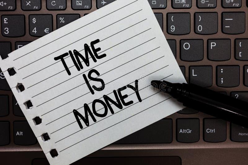 Sinal do texto que mostra Tempo é dinheiro A foto conceptual melhor para fazer coisas o mais rapidamente possível não atrasa a ch imagens de stock royalty free