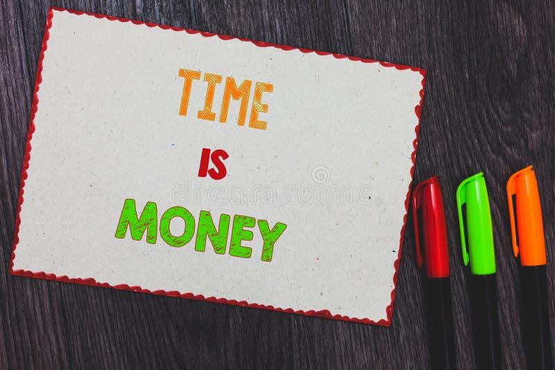 Sinal do texto que mostra Tempo é dinheiro A foto conceptual melhor para fazer coisas o mais rapidamente possível não atrasa beir imagem de stock