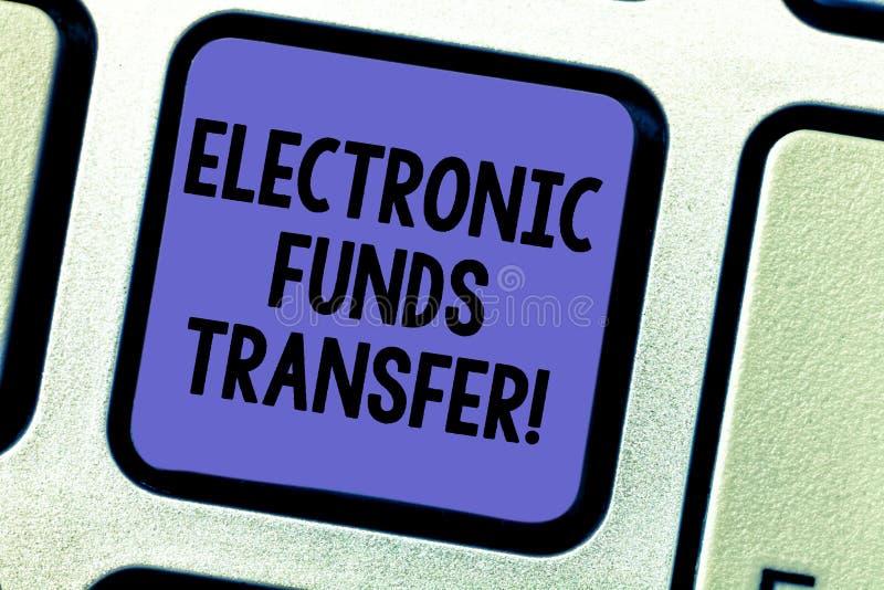 Sinal do texto que mostra a transferência eletrônica de fundos Transferência conceptual da foto dos fundos com uma chave de tecla ilustração royalty free