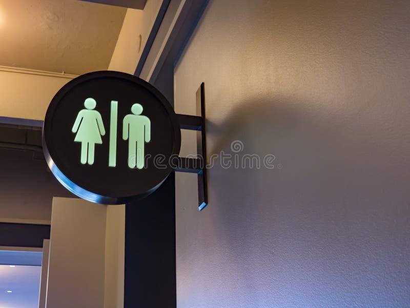 Sinal do toalete dos homens e das mulheres fotos de stock royalty free