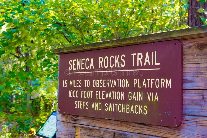Sinal do trailhead de Seneca Rocks imagem de stock