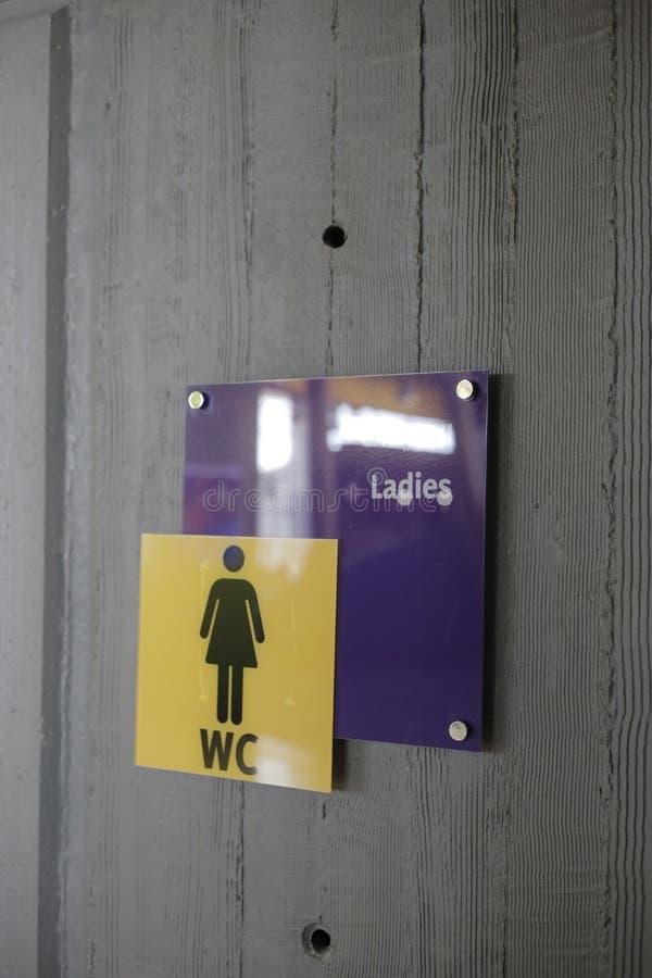 Sinal do WC das senhoras fotografia de stock