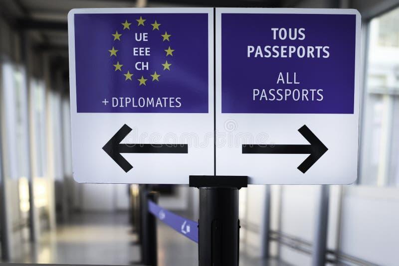 Sinal dos passaportes do aeroporto foto de stock royalty free