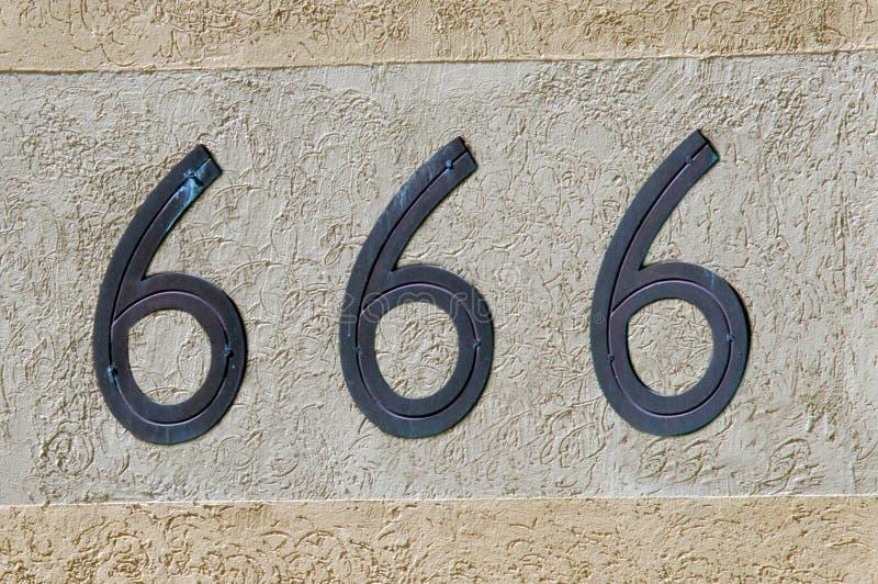 Sinal e símbolo do número 666 foto de stock