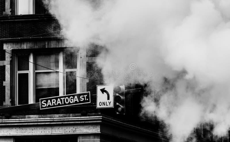 Sinal e vapor de rua em Baltimore, Maryland imagem de stock