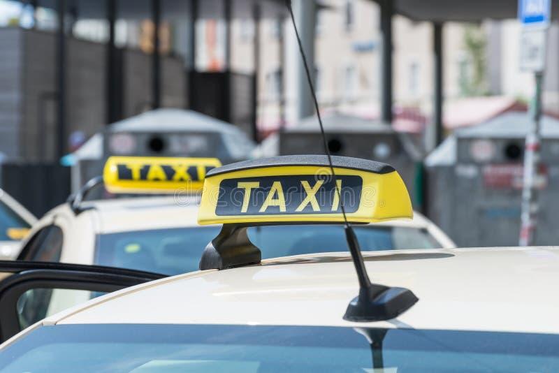 Sinal em um táxi, Alemanha do táxi fotografia de stock royalty free
