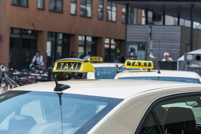 Sinal em um táxi, Alemanha do táxi imagens de stock royalty free
