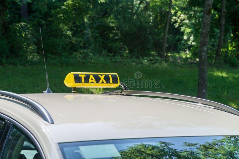 Sinal em um táxi, Alemanha do táxi fotos de stock