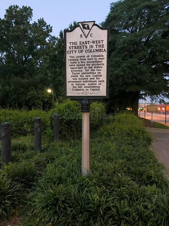 Sinal histórico com base em Carolina Statehouse sul imagens de stock