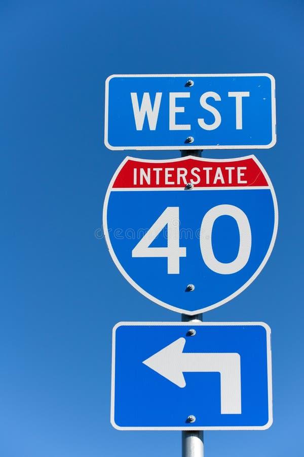 Sinal I-40 de um estado a outro foto de stock