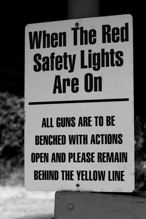 Sinal instrutivo vermelho das luzes de segurança fotografia de stock royalty free