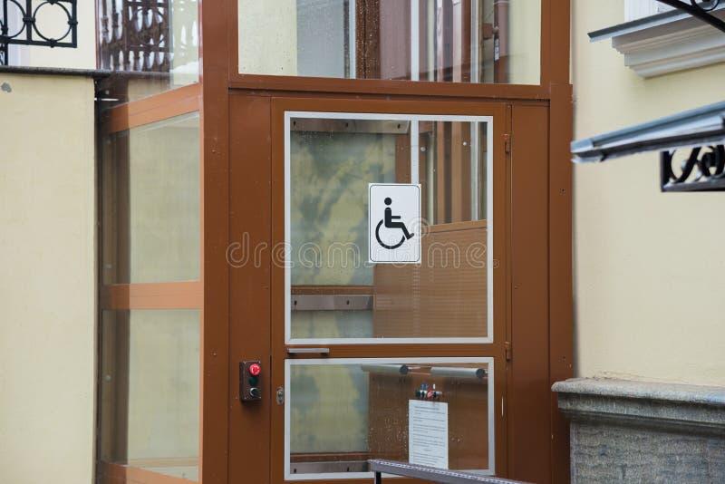Sinal inválido do homem na porta com botões foto de stock royalty free