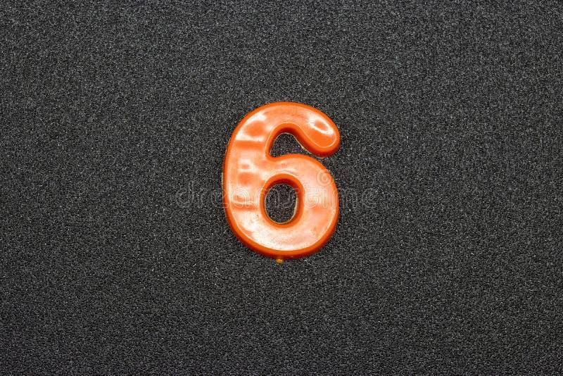 Sinal matemático em um fundo cinzento foto de stock